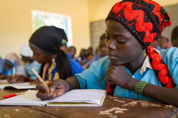 Aunque con dificultades, la educación abre camino en el mundo y prepara a las nuevas generaciones. Foto: Unicef