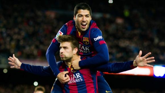 Piqué y Suárez celebrando un gol del Barcelona