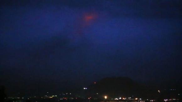 El despertar del volcán filipino Mayón hace huir a miles de personas