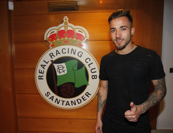 Franco Acosta en su llegada a Racing. Foto: @realracingclub