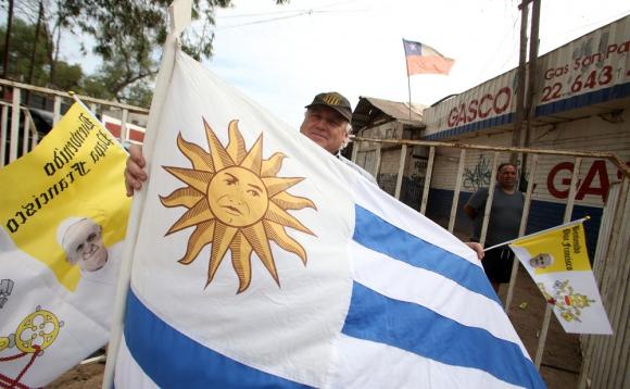 Varios uruguayos viajaron a Chile con motivo de la visita papal a ese país. Foto: AFP