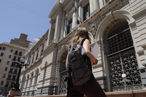 El comité de base funcional de la facultad de Derecho asesora a la bancada en temas legales. Foto: Archivo El País