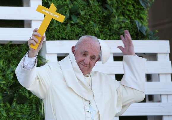 Una multitud recibió ayer al Papa en su visita a Temuco, sur de Chile. Foto: Reuters