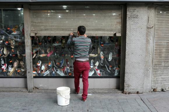 Comercios: cierra de cortinas cada vez más temprano ante temor de saqueos. Foto. Reuters