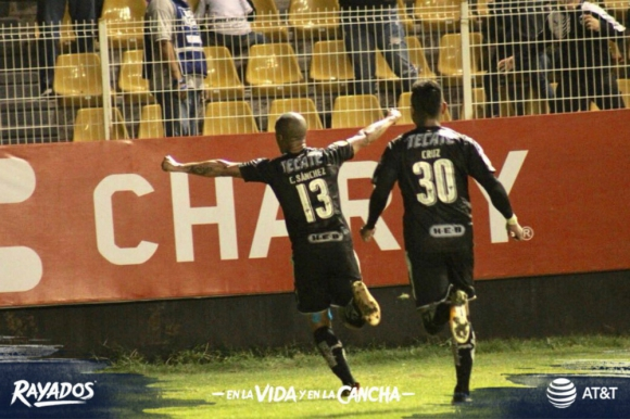 Carlos Sánchez celebra el gol del triunfo de Rayados