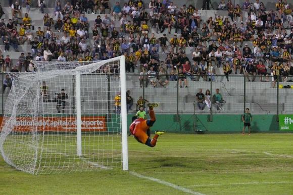 Peñarol vs. Delfín