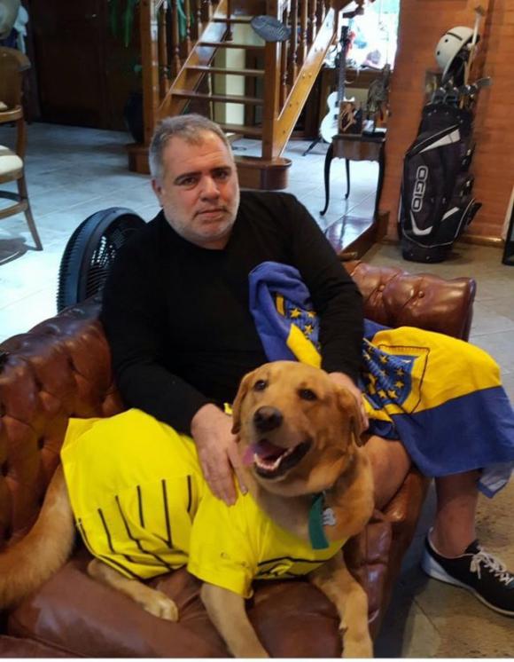 El abogado de los colombianos y su perro. Foto: @miguepierri
