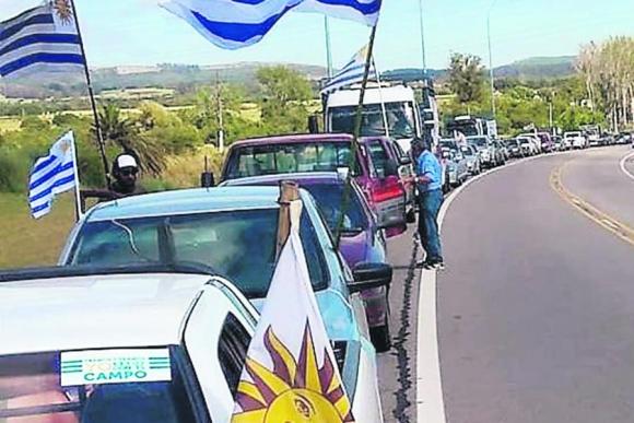 Las inmediaciones de las ciudades de San Carlos y Trinidad, en Maldonado y Flores, fueron escenario de las marchas que se celebraron ayer. Foto: El País