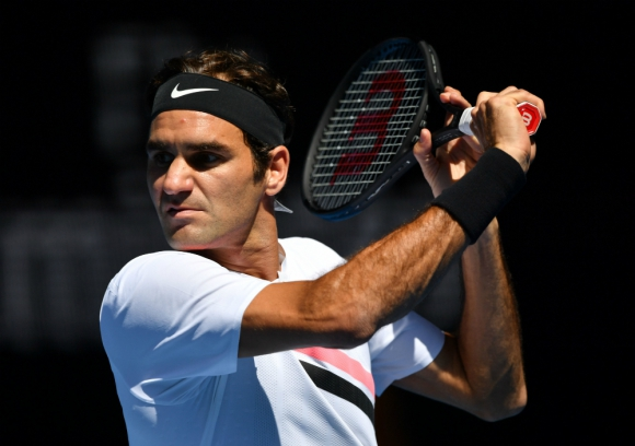 Roger Federer volvió a ganar en tres sets y está en cuartos de final
