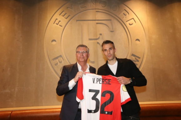 Robin van Persie regresó a su club