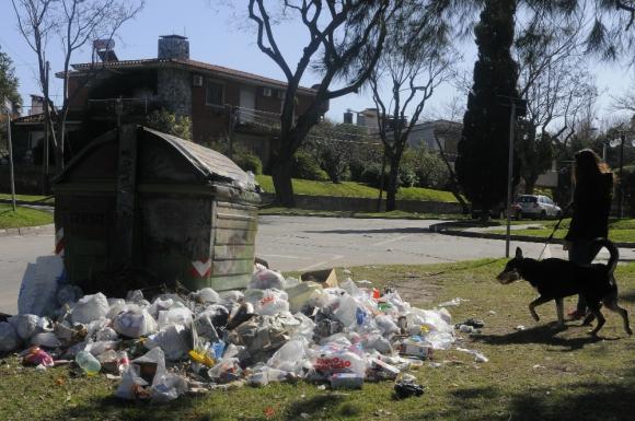 Hoy habrá más paros del sector Limpieza de la IMM. Foto. A. Colmegna
