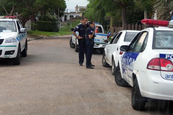 La Policía trabajó en la zona del hecho. Foto: Ricardo Figueredo