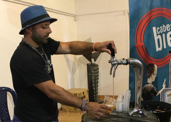La actividad incluyó degustación de cervezas artesanales. Foto: El País