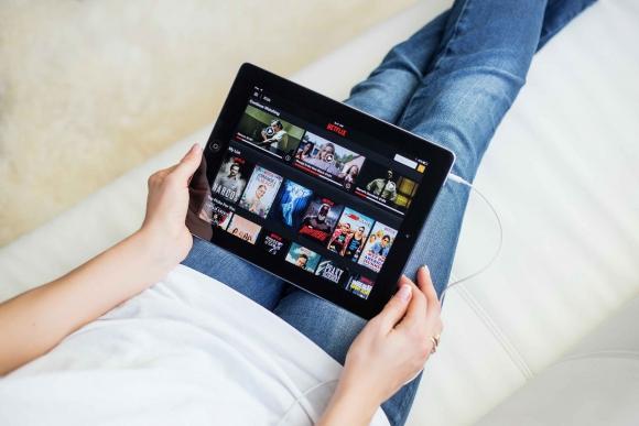 Nueva táctica. Para acercarse a los hinchas, los clubes se suben a Netflix y Spotify.