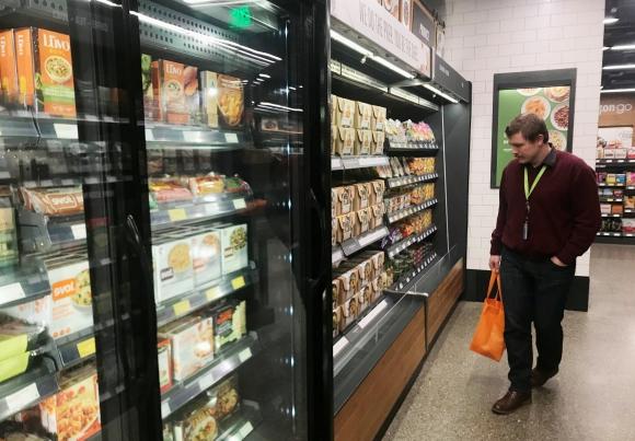 Take away. La comida para llevar es preparada por cocineros en un anexo. Foto: Reuters.