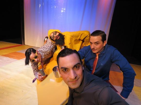 Sobre el escenario, Matías Bassi, Elvira Gómez, Gabriel Beck y Martín López recrean todo el universo de Shakespear.
