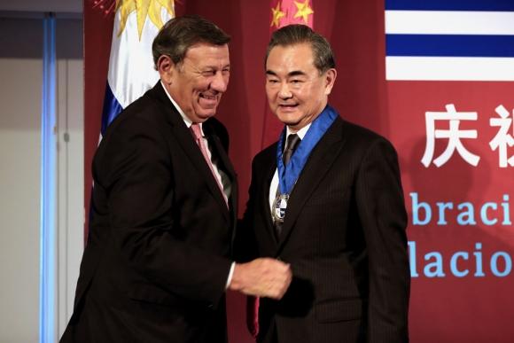 Los cancilleres de Uruguay y China celebraron los 30 años de que se retornaran las relaciones. Foto: EFE