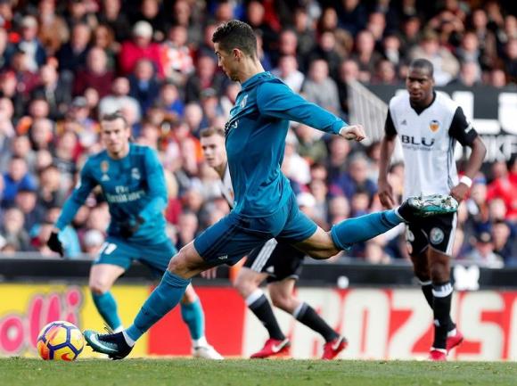 Cristiano Ronaldo anota ante Valencia. Foto: EFE