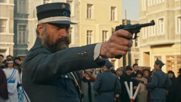 Halit Ergenç interpreta a un capitán turco en la guerra de los balcanes.