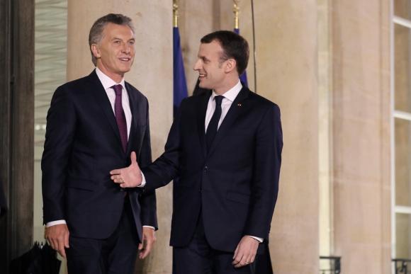 Mauricio Macri junto al presidente de Francia, Emmanuel Macron. Foto: AFP