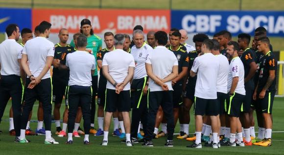 Tite con la selección de Brasil. Foto: AFP.