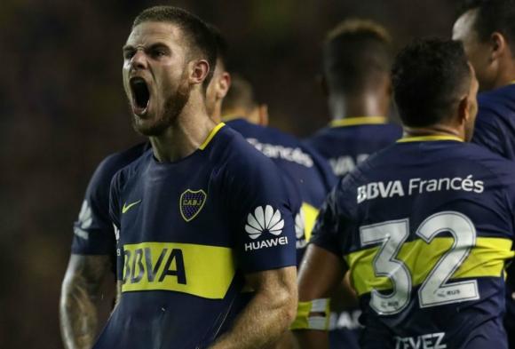 Nahitan Nández ya es ovacionado por la hinchada de Boca