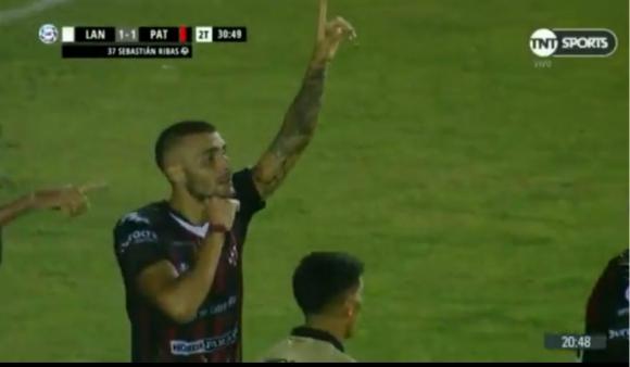 Bombazo de Sebastián Ribas para el empate de Patronato con Lanús