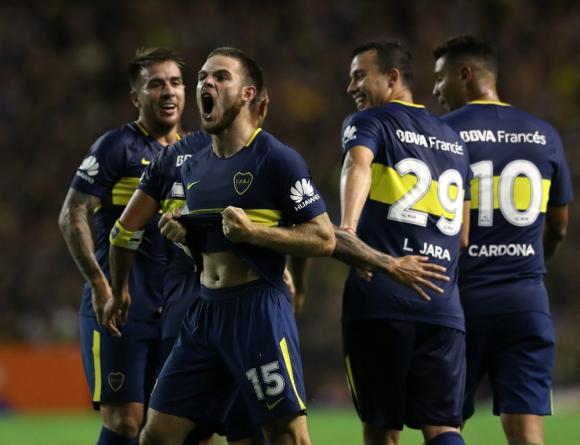 Nahitan Nández festeja su gol en La Bombonera. Foto: AFP
