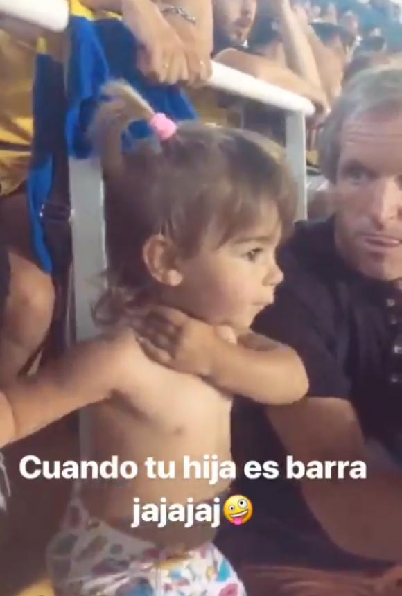 La hija de Nahitan Nández en La Bombonera