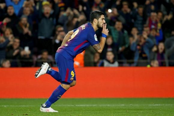 Luis Suárez celebrando su gol ante el Alavés