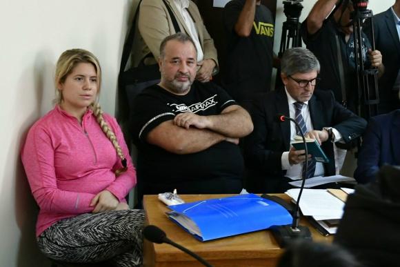 Balcedo y Paola Fiege junto al abogado Alejandro Balbi. Foto: Fernando Ponzetto.