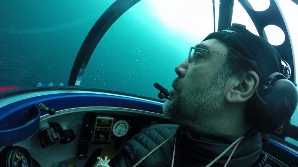 Javier Bardem se sumerge por la conservación del Mar Antártico. Foto: Greenpeace/AFP