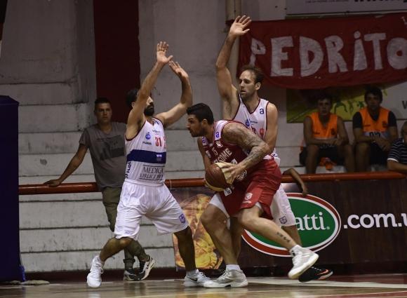 Esteban Batista en el partido entre Welcome y Defensor Sporting. Foto: Marcelo Bonjpur