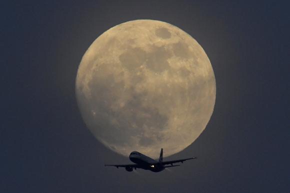 Superluna azul de sangre desde Londres. Foto: Reuters