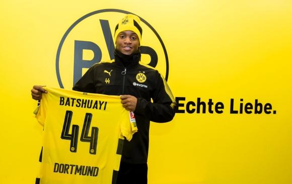 Michy Batshuayi presentado en el Borussia Dortmund. Foto: @BVB