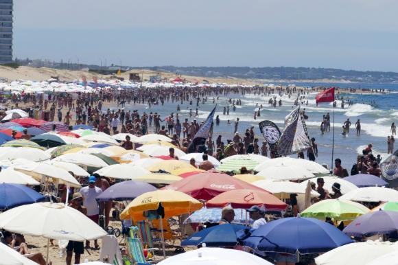 Disponen la devolución del 9% del IVA a los turistas desde mayo