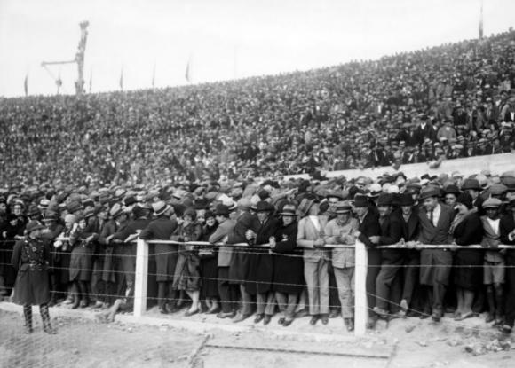 Estadio Centenario en 1930. Foto: Centro de Fotografía