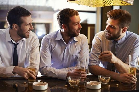 Camaradería. Los almuerzos y reuniones después del trabajo son una dinámica habitual que ayuda al nuevo colaborador a generar vínculos en la compañía.