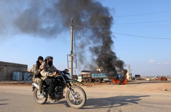 Rebeldes sirios en el oeste de la ciudad siria de Alepo. Foto: AFP