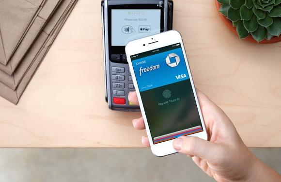 Por aproximación. El pago se acredita al acercar el dispositivo a la terminal POS.