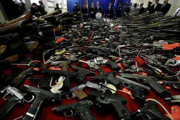 EU surte de 213 mil armas a México cada año