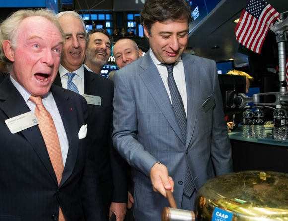 Eurnekian tocó la campana en la salida a la bolsa de la empresa. Foto: CAAP