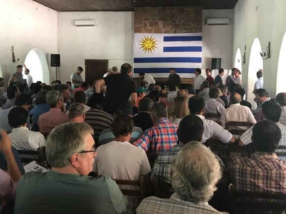 Autoconvocados del agro se reunen en Durazno. Foto: Analía Martínez