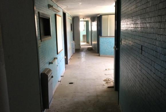 En el edificio hay un sector abandonado que ha sido invadido por intrusos. Foto: A. Colmegna