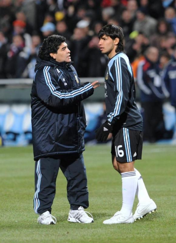 Diego Maradona y Sergio Agüero. Foto: Archivo El País