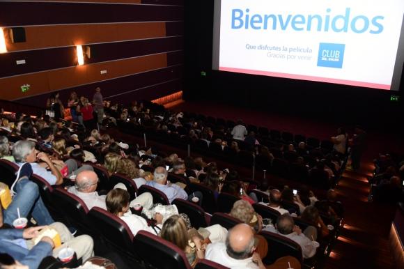 """Socios del Club El País disfrutaron del film """"The Post""""."""