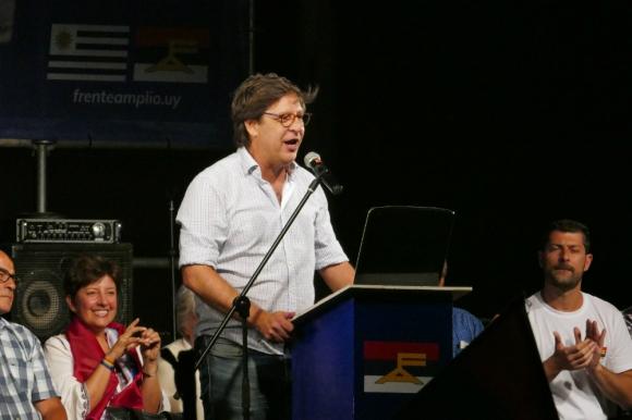 Javier Miranda en el acto del Frente Amplio. Foto: Ricardo Figueredo.