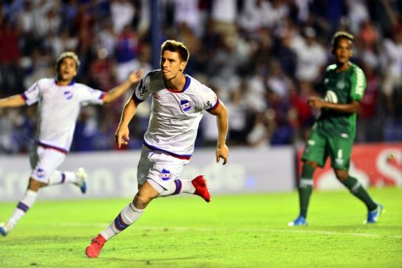 Santiago Romero festejando el gol contra Chapecoense. Foto: Gerardo Pérez