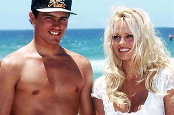 Kelly, junto a Pamela Anderson, en 1992
