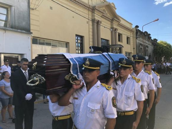 Policía de Gualeguaychú despidió con honores al sargento. Foto: maximaonline.com.ar